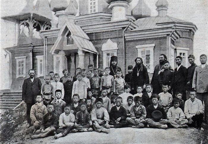 Старая Россия. Паломники в Уссурийском монастыре - русские и корейцы