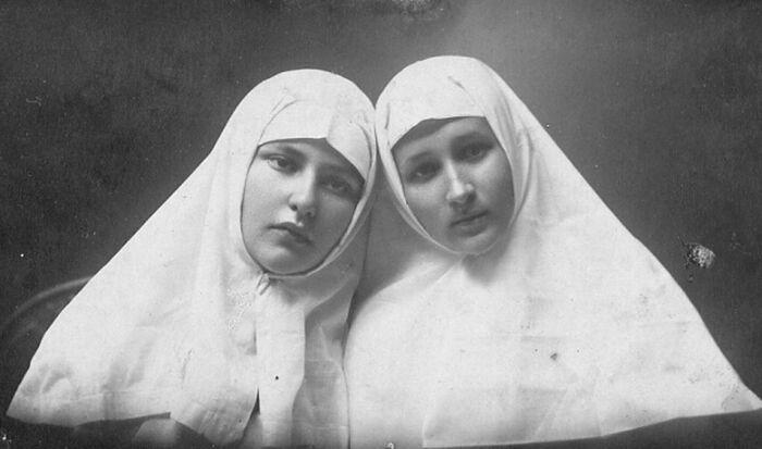 Елена Орлова и Елизавета Степунина – сестры милосердия.1918 г.