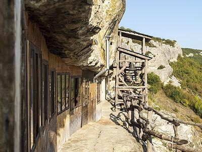 Μοναστήρια σπηλαίων στη Κριμαία