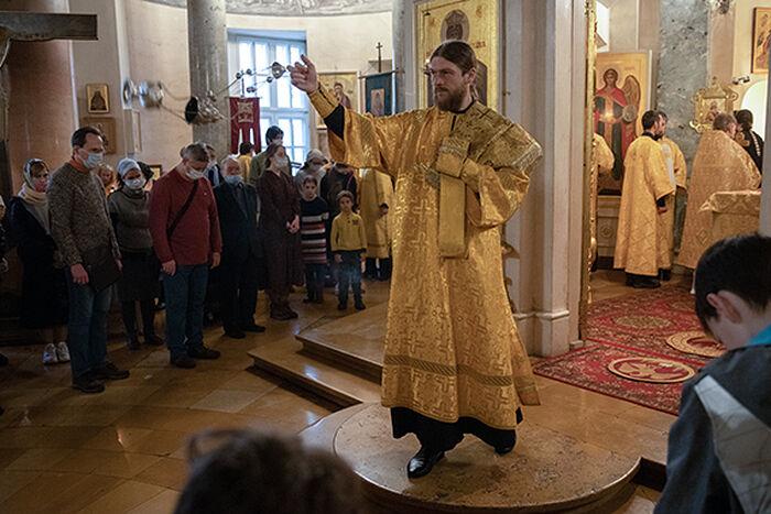 На службе, в храме Святого благоверного царевича Димитрия (Москва)