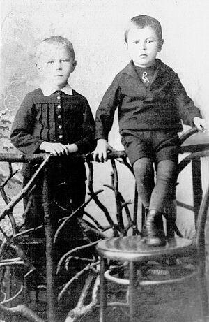 Петр Чесноков с младшим братом Павлом