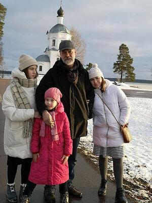Василий Игоревич с дочками