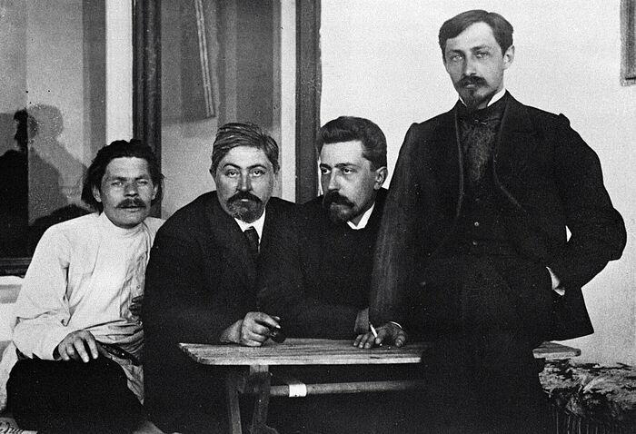 (Слева направо) Максим Горький, Дмитрий Мамин-Сибиряк, Николай Телешов и Иван Бунин в Ялте, 1900