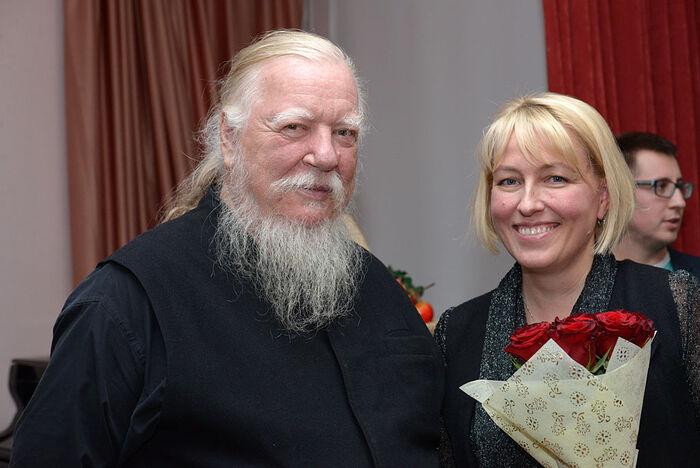 Отец Димитрий и Наталья Владимировна Сидорина. В приюте «Павлин»