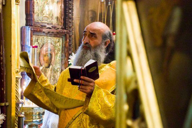 Отец Илиодор в храме Ярославских чудотворцев г. Казани, 2014 год