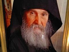 «Δακρύζει η εικόνα του Αγίου Γέροντα Εφραίμ Αριζόνας του Φιλοθεϊτη».
