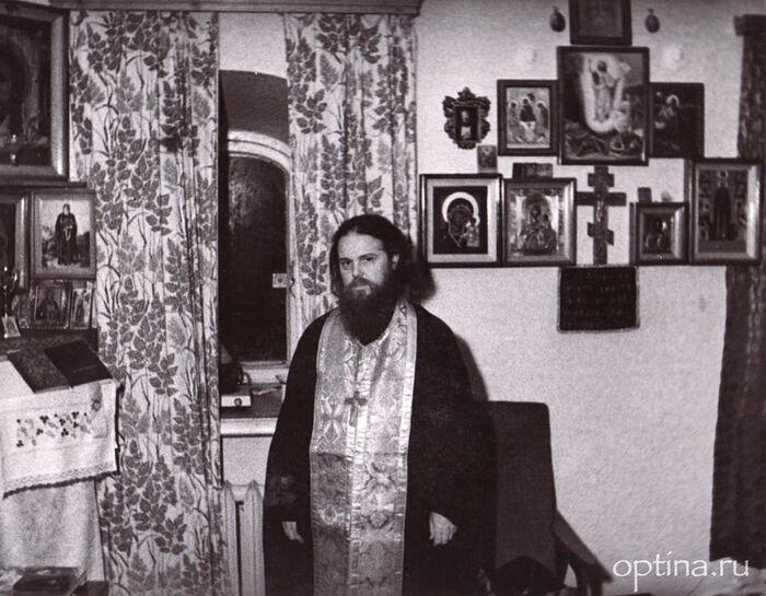 Игумен Венедикт в своей келии в Троице-Сергиевой лавре