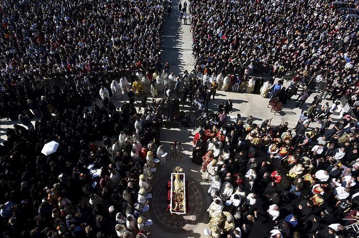 Κηδεία του Μητροπολίτη Αμφιλοχίου. Φωτό: AP Photo/Risto Bozovic