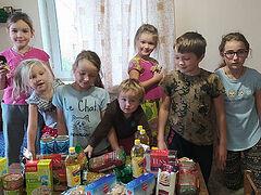 В Гатчинской епархии 800 нуждающихся семей получили продуктовую помощь от Синодального отдела