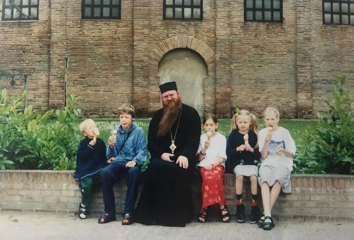 Архиепископ РПЦЗ Агапит (Горачек) в паломнической поездке с детьми