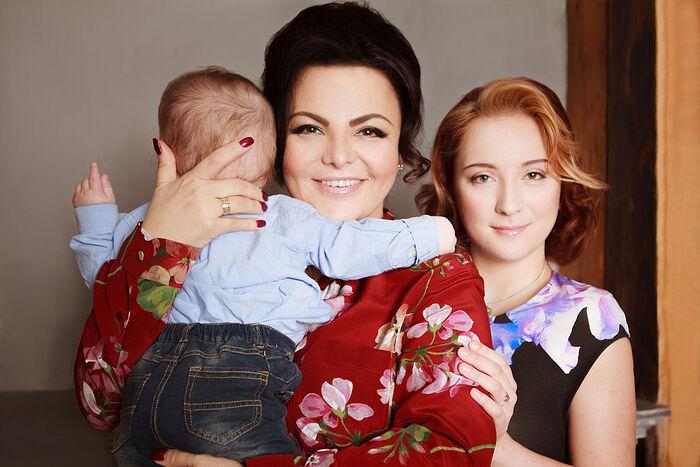 Елена Леонидовна Николаева с сыном Левушкой и старшей дочерью