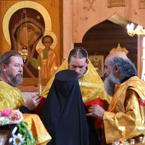 Служат отец Димитрий и отец Илиодор