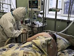 Председатель Синодального отдела по благотворительности епископ Пантелеимон посетил пациентов с коронавирусом в Санкт-Петербурге