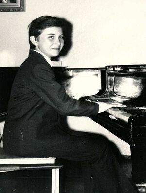 За роялем в шестом классе