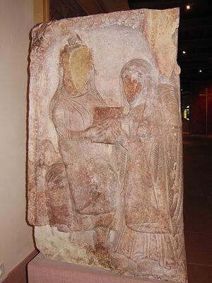 Этишон передает Одилии дарственную на гору. Каменная стела XII в. Монастырь святой Одилии (Франция). Лица сбиты во время Французской революции