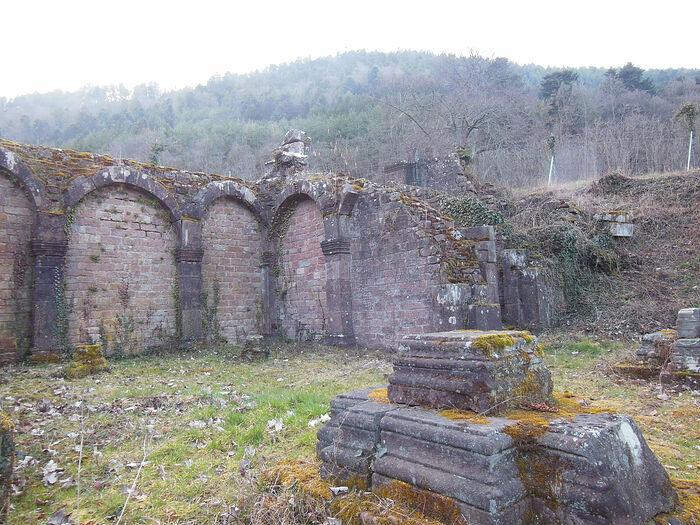 Развалины Нижнего монастыря. Подножье горы святой Одилии (Франция)