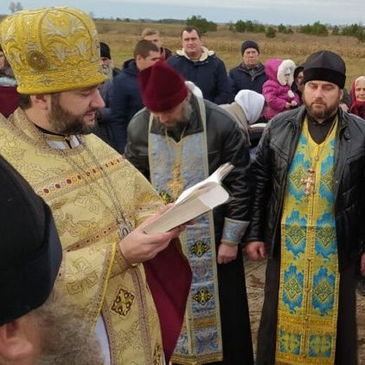 Διαφυλάσσουν την πίστη του Χριστού. Στο Πολέσιε κτίζουν έναν νέο ναό αντί του καταληφθέντος. Στο Βολύν μια διωκόμενη κοινότητα εκκλησιάζεται σε οικία