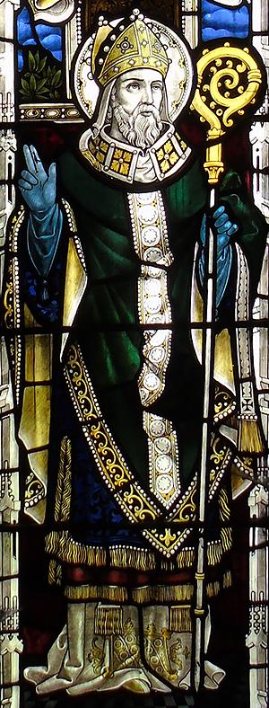 Витраж с изображением св. Дубрикия в церкви св. Дубрикия в Порлоке, Сомерсет (фото любезно предоставлено Rachel Kingdon)