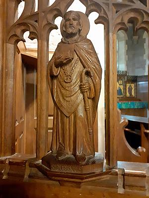 Деревянное изображение св. Дубрикия в церкви св. Дубрикия и Всех святых в Хэмниш-Клиффорде, Херефордшир (фото любезно предоставлено Revd. Rufus Noy)