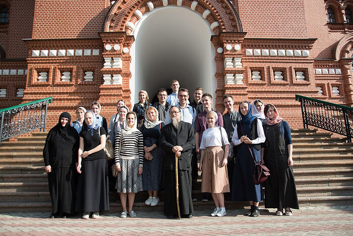Archimandrite Luke (Golovkov) and the students of the Iconography Faculty of the Moscow Theological Academy. The (Gethsemane) Chernigovsky Skete. September 2019.