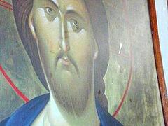 Four myrrh-streaming icons in Philippines church