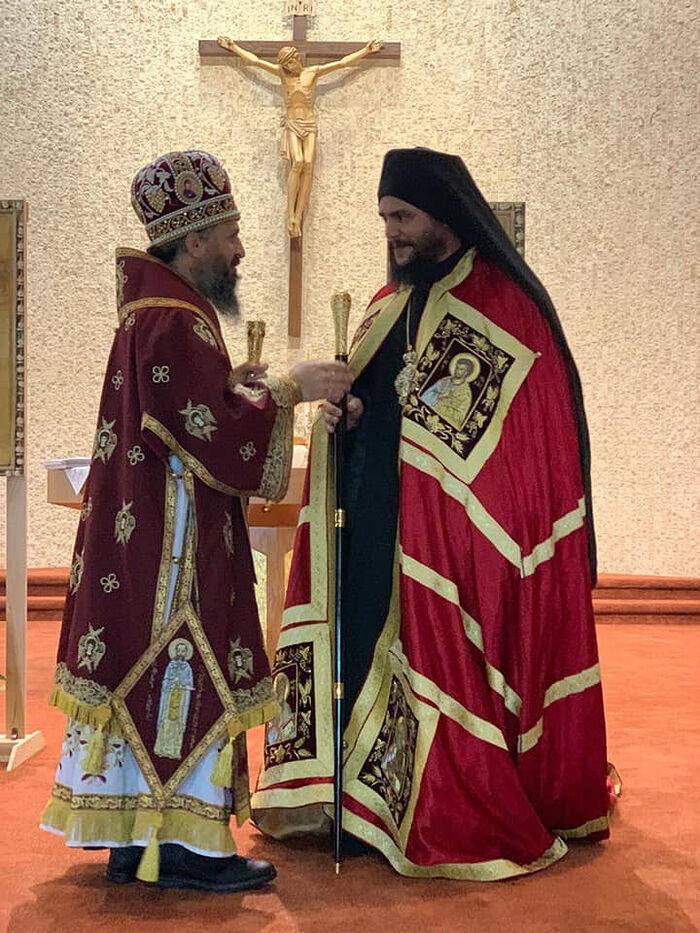 Bp. Sava hands the abbot his abbatial staff. Photo: Facebook