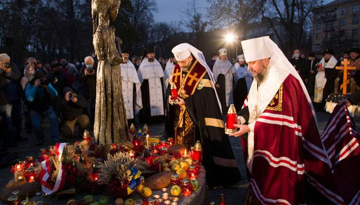 Οι επικεφαλής της ΟΕΟ και ΕΚΕΟ στο μνημείο «Κερί μνήμης». Πηγή: news.ugcc.ua