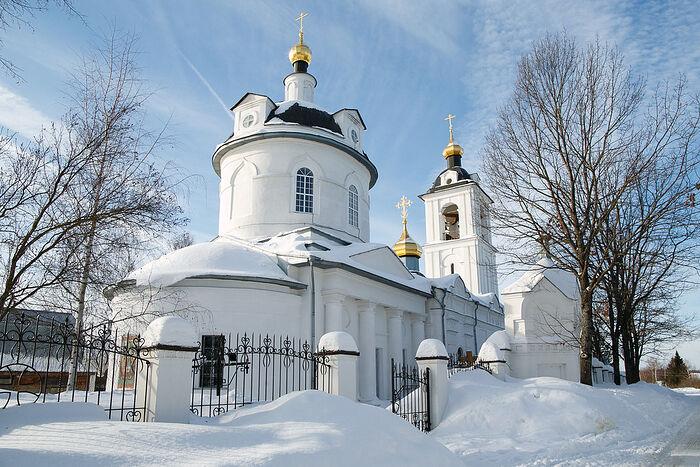 The Holy Trinity Church in the village of Yazvishche, Volokolamsk region.