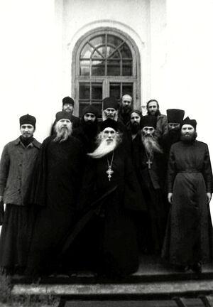 Архимандрит Кирилл (Павлов) с тогда еще схиигуменом Илием и отцом Илиодором в Оптиной пустыни