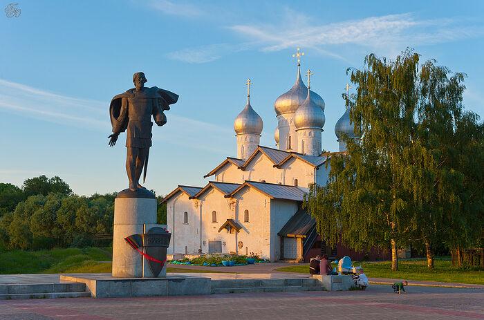 Памятник святому благоверному Александру Невскому в Великом Новгороде
