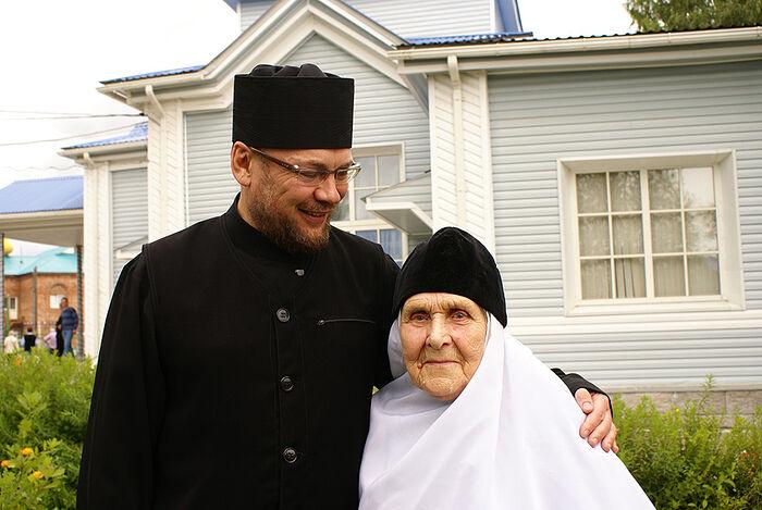 Архимандрит Филипп (Филиппов) с монахиней Азарией