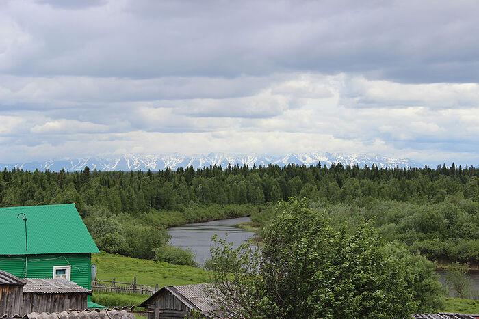 Дивная природа Аранца, а вдалеке видны отроги Приполярного Урала