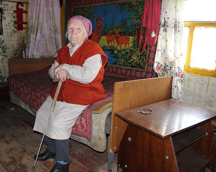 Нынешняя хозяйка старинного дома Зоя Ивановна