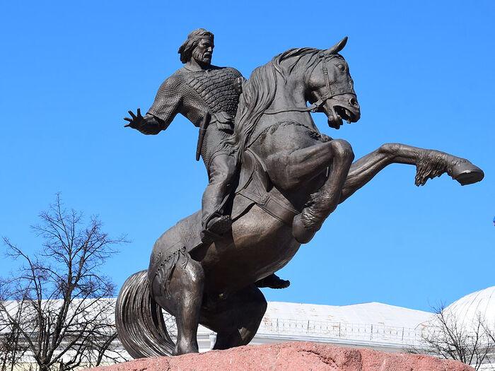 Памятник Евпатию Коловрату в Рязани