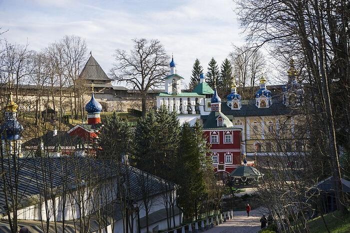 Расписание прямых трансляций богослужений из Псково-Печерского монастыря