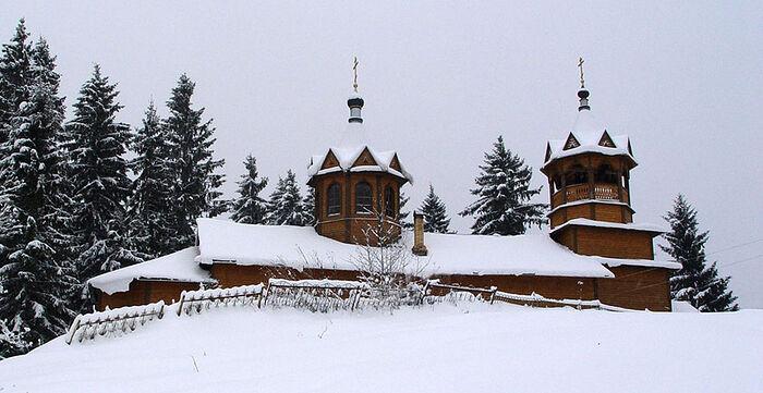 Храм Успения Божией Матери в селе Внуто Хвойнинского района (Новгородская область), где принял Православие в 1991 г.