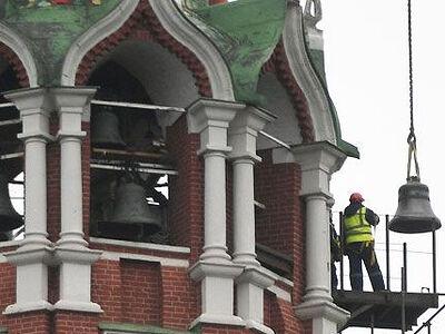 На Спасской башне Московского Кремля освящены колокола