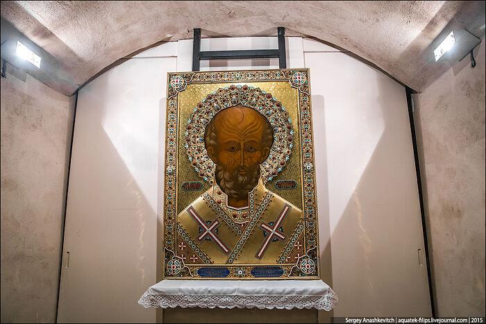 Εικόνα του Αγίου Νικόλαου στην κρύπτη της βασιλικής στο Μπάρι