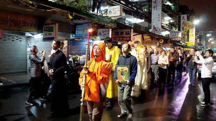 A cross procession along the streets of Taiwan. Photo: russkiymir.ru