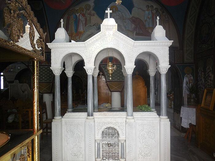 Мраморная рака с мощами святого Рафаила