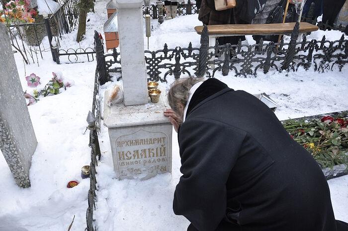 На могиле архимандрита Исаакия