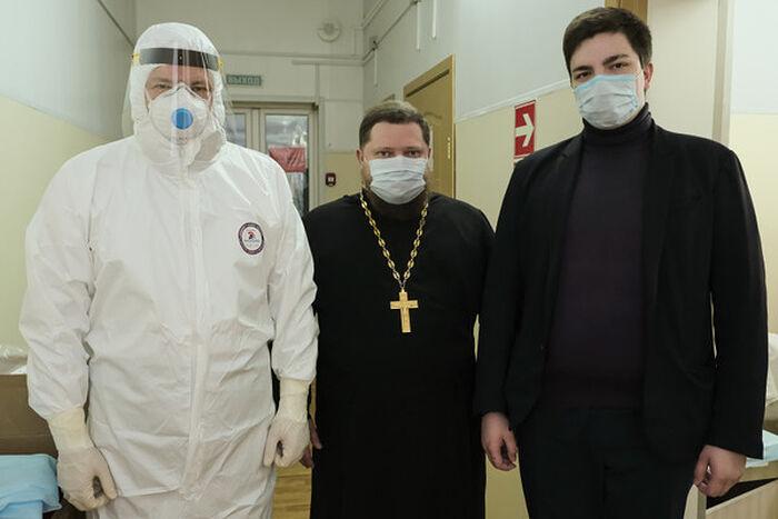 Митрополит Смоленский и Дорогобужский Исидор в COVID-отделении больницы №1 Смоленска