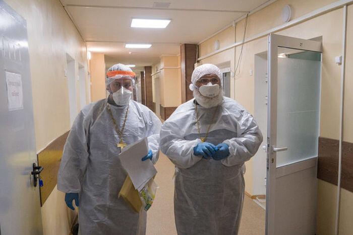 Епископ Сарапульский и Можгинский Антоний в COVID-отделении больницы Сарапула