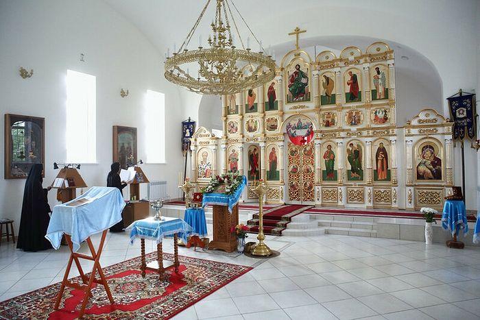 Στον Ιερό Ναό της Ιεράς Μονής της Παναγίας Βλαδιμήρσκαγια στην πόλη Βολσκ