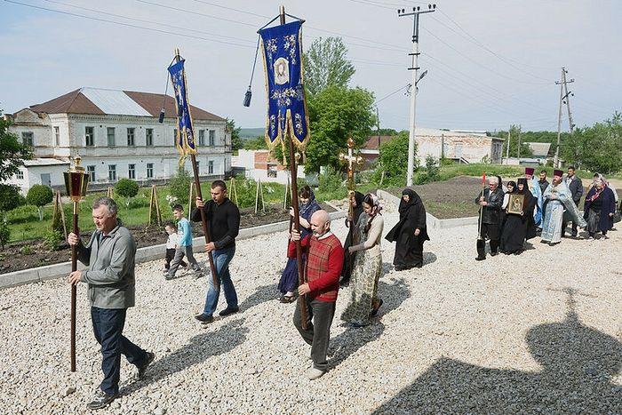 Λιτανεία στην Ιερά Μονή της Παναγίας Βλαδιμήρσκαγια στην πόλη Βολσκ