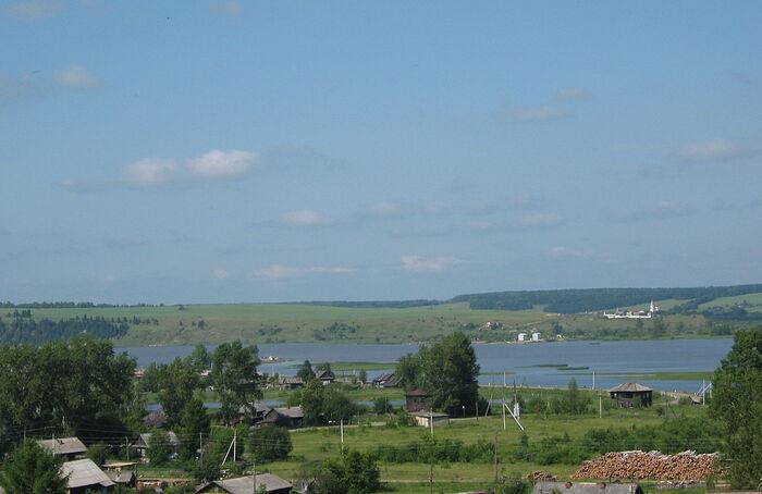 Верхнечусовские Городки с видом на монастырь через реку