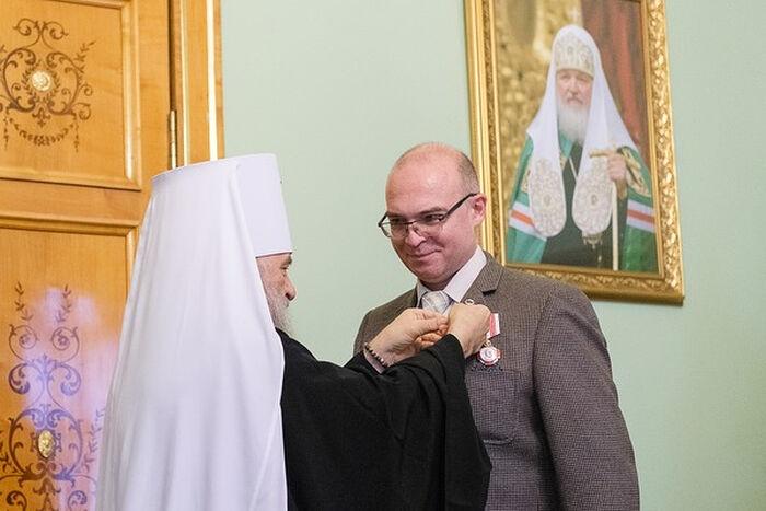 Митрополит Санкт-Петербургский и Ладожский Варсонофий вручает Патриаршие награды медикам в Санкт-Петербурге