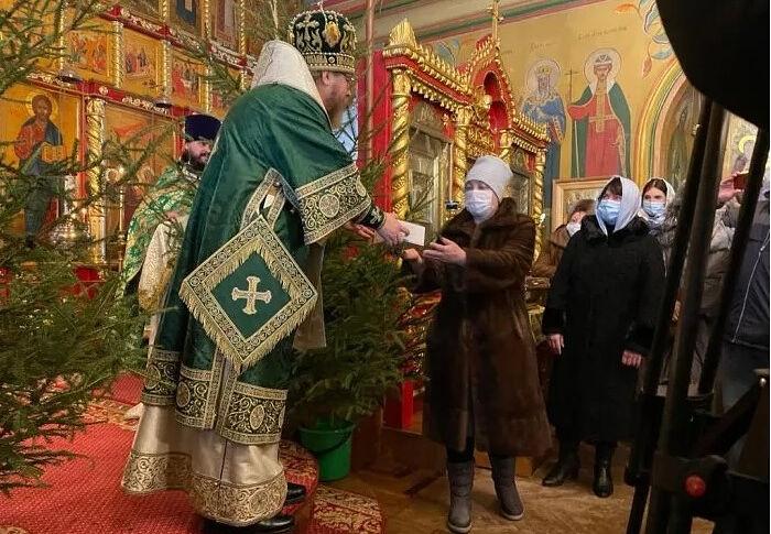 От храмов - людям: как Псковская епархия помогает региону в борьбе с коронавирусом