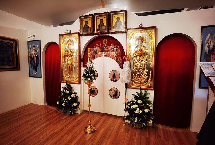Интерьер храма Успения Пресвятой Богородицы в Сингапуре