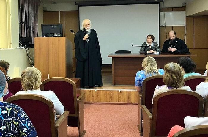 Епископ Пантелеимон на встрече с медсестрами детской городской клинической больницы святого Владимира